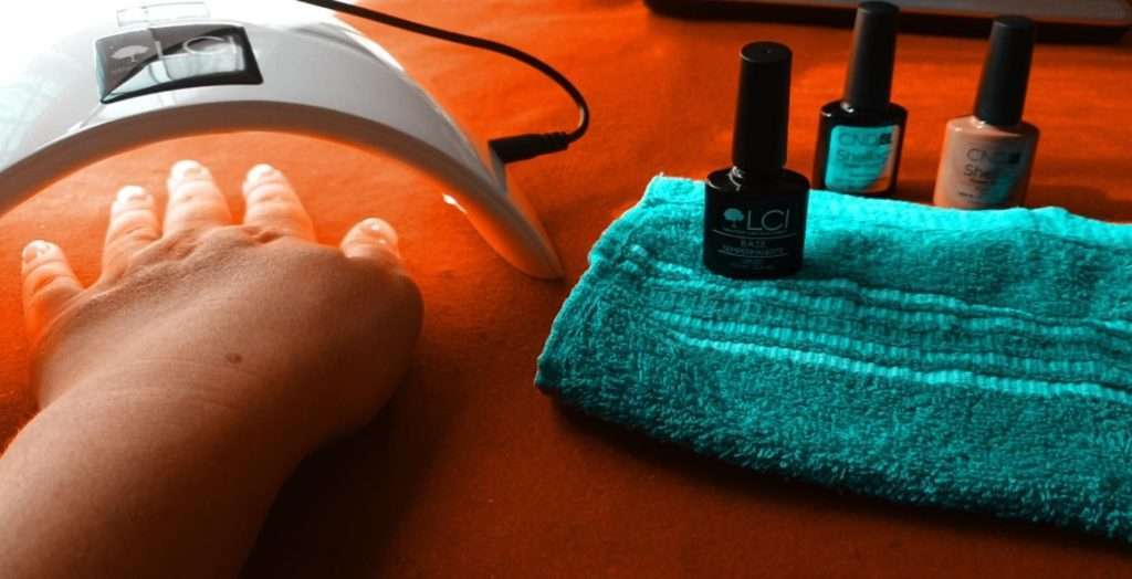 lampada led per asciugare lo smalto semipermanente